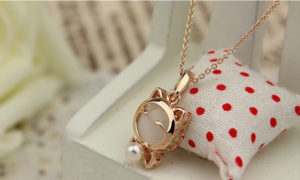 Cute Lucky Cat Opal Short Pendant Necklace-1 Hot Sale N119